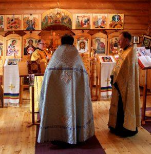 papit_kirkossa_nellim